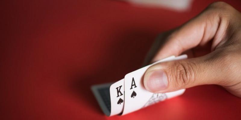 Atverčiamos dvi kortos - karalius ir tūzas
