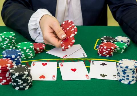 Daromas statymas žetonais - pokerio taisyklės