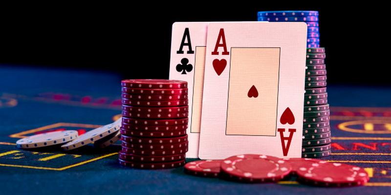 Du tūzai ir krūvelė žetonų - pokerio pradžiamokslis
