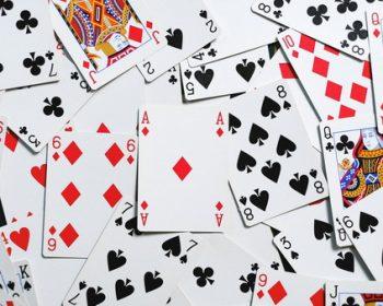 Daugybė spalvingų kortų