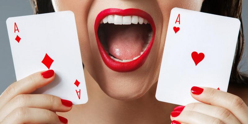Du tūzai moters rankose: kaip žaisti pokerį taisyklės